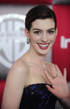 Anne Hathaway en la gala de entrega de los Globos de Oro