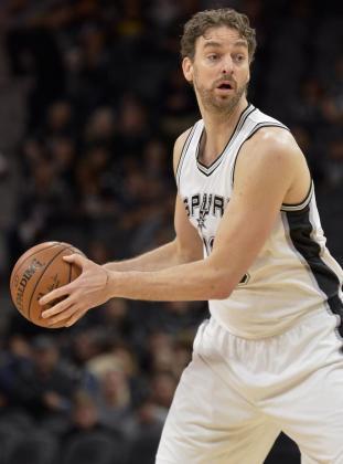 Pau Gasol de Spurs en acción durante su partido de la NBA en San Antonio (TX; EE.UU.). Minnesota Timberwolves vs. San Antonio Spurs