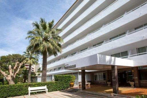Un grupo numeroso de turistas alemanes ha sido detenido por provocar cuantiosos daños en el hotel Foners de Palma.