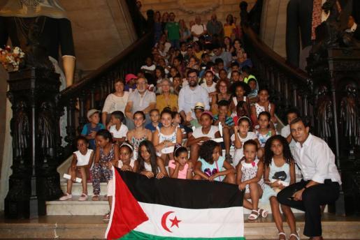 Imagen de los niños saharauis durante su visita al Ayuntamiento