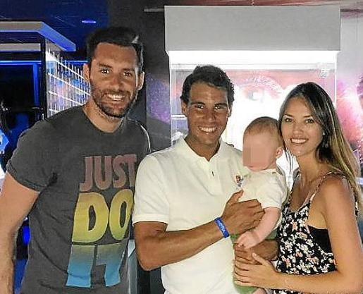 Rudy, Nadal y Helen con el pequeño Alan,