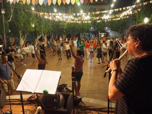 Gastronomía, artesanía y 'ball de bot' en la Feria Nocturna de Ariany.