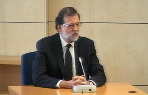 Mariano Rajoy, captado a través de los monitores de la sala de prensa donde se sigue 'in situ' su declaración como testigo en la Audiencia Nacionalen el macrojuicio de corrupción de la trama Gürtel.