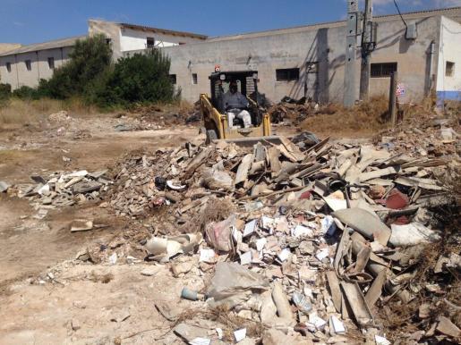 El pasado verano ya se retiraron de la zona alrededor de 15 toneladas de amianto.
