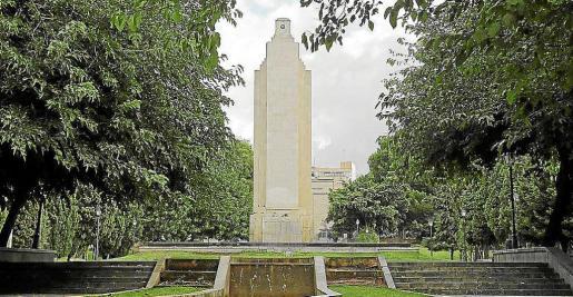 El monumento al crucero Baleares de sa Feixina.