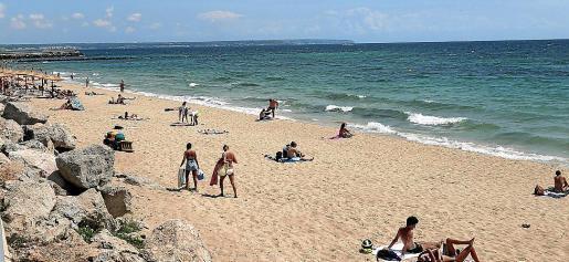 Los bañistas no pudieron nadar en la playa de Ciutat Jardí.