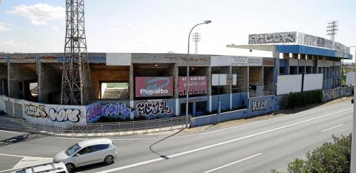 Panorámica del Estadi Balear, que fue clausurado en junio de 2013 por riesgo de derrumbe y que desde entonces permanece cerrado a la espera de un acuerdo entre Cort y ATB.