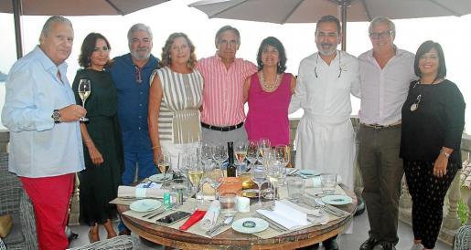Pep Sans, Neus y Rafael Salas, Sarah Lambourne, Biel Morell, Vicky Luján, Benet Vicens, Josep Lluís Roses y Cati Cifre.