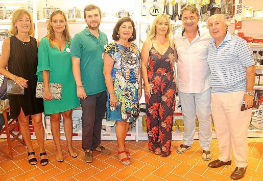 Rita Roses, Miryam Muñoz, Arnau Torres, Monserrat Robinat, Joana Ferrer, Koldo Royo y Jordi Robinat.