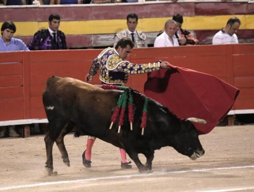 David Fandila 'El Fandi' encandiló con el tercio de banderillas. Consiguió cortar una oreja a su primer toro.