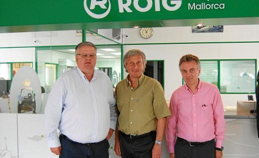 Los hermanos Rafael, Miguel y Joan Roig gestionan hoy la empresa fundada por su padre en 1953.