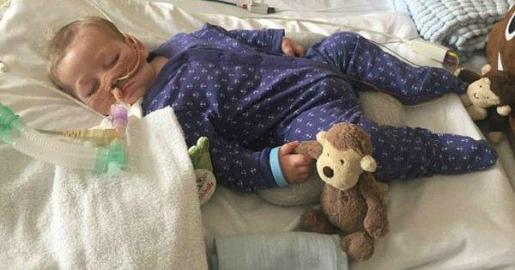 En un vista judicial celebrada ayer jueves, un juez del Tribunal Superior de Londres determinó que el niño fuera trasladado a otro hospital especializado en enfermos terminales, donde se le ha desconectado de las máquinas que le mantenían con vida.