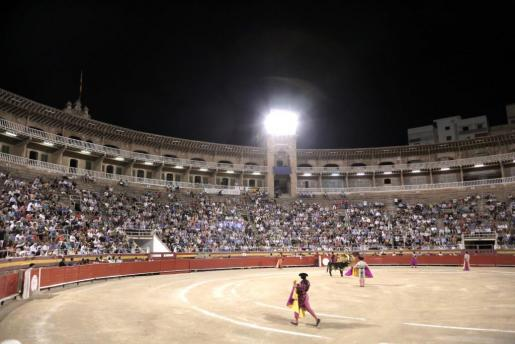 Momento de la corrida de toros celebrada este jueves en el Coliseo Balear.