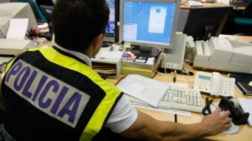 Según han informado fuentes policiales, la estafa cometida por el detenido, un español de 45 años, por el alquiler de varias de estas casas «fantasma» ascendía a unos 5.500 euros.