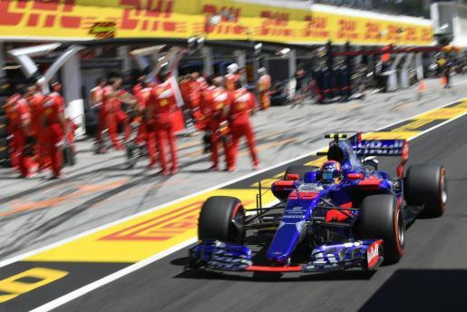 El español Carlos Sainz, del equipo Toro Rosso, durante la sesión de clasificación del Gran Premio de Hungría de Fórmula 1.
