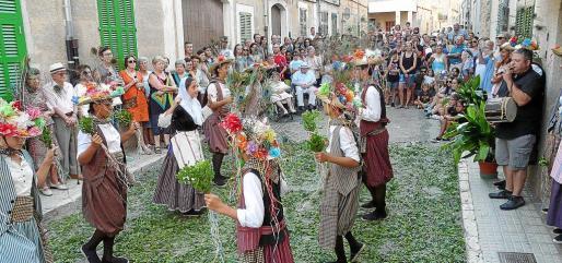 Los Cavallets por la tarde y el 'trull' de sa Revolta al mediodía animaron las fiestas de Vilafranca.