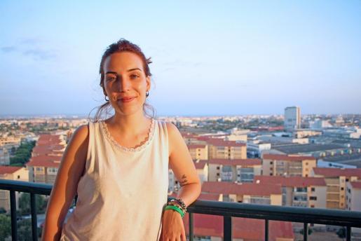 Margalida Calahorro posa en un balcón de Palma minutos antes de su entrevista.