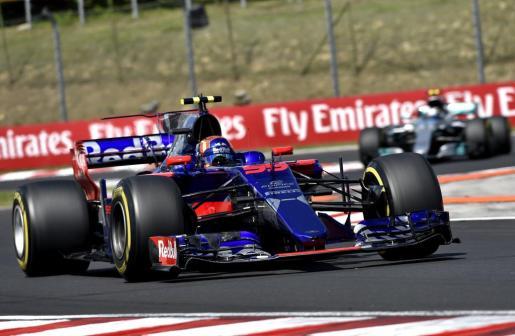 El piloto español de Toro Rosso, Carlos Sainz, conduce su monoplaza durante el Gran Premio de Hungría de Fórmula 1.