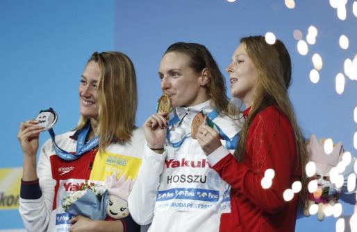 Las nadadoras Mireia Belmonte, Katinka Hosszu y Sydney Pickrem.