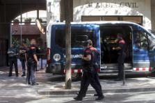 Manifestación ante un cuartel de la Guardia Civil