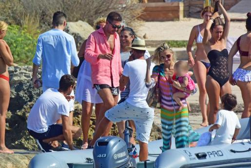 Carla Pereyra y Diego Simeone durante unas vacaciones en Formentera