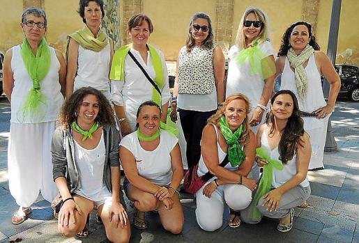Izquierda: Ángeles Pérez, Lilyana Ivanova, Dora Martínez, Magdalena Grúa, Águeda Ropero y Elvira García. Agachadas: Sarah Martín, Itxaso Espinazo, Silvia Barceló y Mª Jose Moreno.
