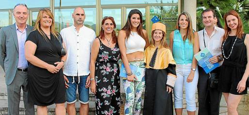 Fausto Billón, María Antonia Mestre, Antonio Gómez, Catalina Faidella, Aida Billón, la vicedecana, Patricia Horrach; Marta Billón, Nicolai Ivanov y Natalia Bespalova.