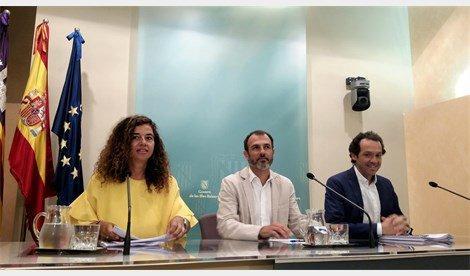 Pilar Costa, Biel Barceló y Marc Pons, durante la rueda de prensa del Consell de Govern.