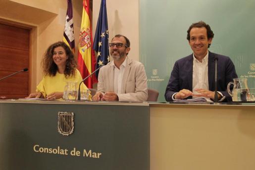 El vicepresidente y conseller de Turisme (centro), en una imagen de la rueda de prensa.