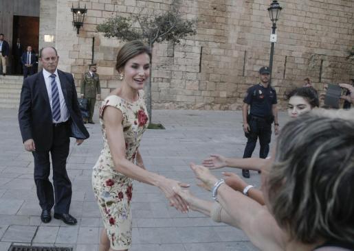 La reina Leticia a su llegada a la Almudaina.