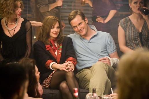 Fotograma donde aparece la actris Anna Faris en el papel de Wendy Franklin y el actor Chris Pratt en el papel de Kyle Masterson, durante una escena de la película «Take Me Home Tonight».