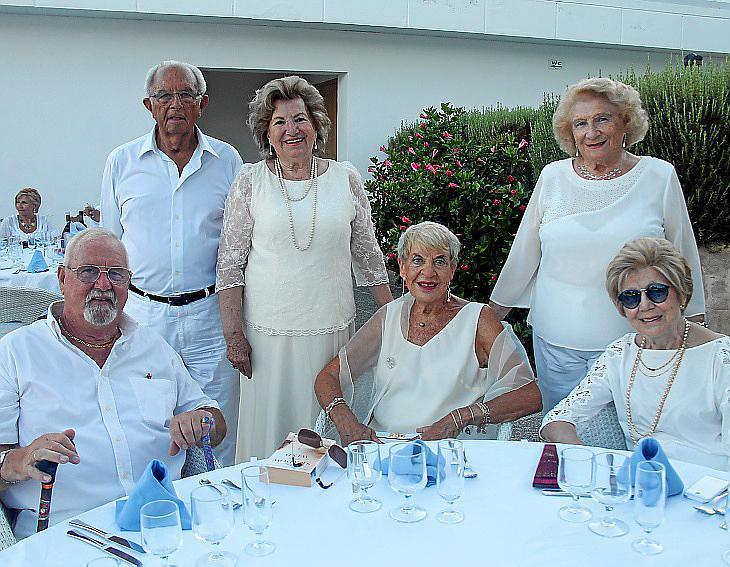 Cena de blanco de la Hermandad Monárquica