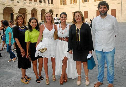 Gema Muñoz, Alba Soto, Ángela Seguí, Carme Coll, Fanny Tur y Joan Ferrà.