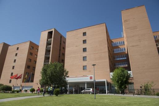 Fachada del Hospital Príncipe de Asturias de Alcalá de Henares, donde una auxiliar de enfermería de este centro ha sido detenida acusada de haber matado a una paciente de 86 años inyectándole aire en las venas.El suceso tuvo lugar el jueves pasado. La auxiliar fue detenida el sábado y se encuentra en prisión imputada por un delito de asesinato.