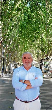 Rafael Salas, presidente de la Associació Balear de l'Empresa Familiar, posa en la Rambla, donde tiene la sede central de su compañía.