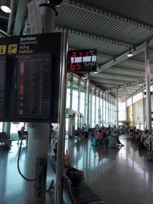 Trabajadores del aeropuerto denuncian que trabajan con elevadas temperaturas.