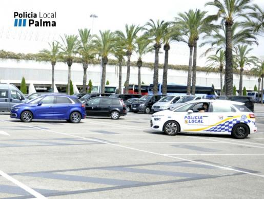 La Policía Local inició este sábado la campaña de control de 'taxis pirata'.