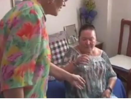 Juana está viviendo actualmente con su vecina y amiga Nieves, la cual, ante tal situación, decidió acoger a esta anciana de Jerez en su casa.