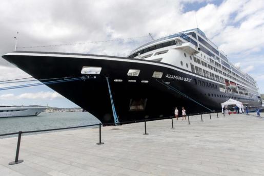 El crucero' Azamara Quest', en la escala que hizo en el puerto de Ibiza.