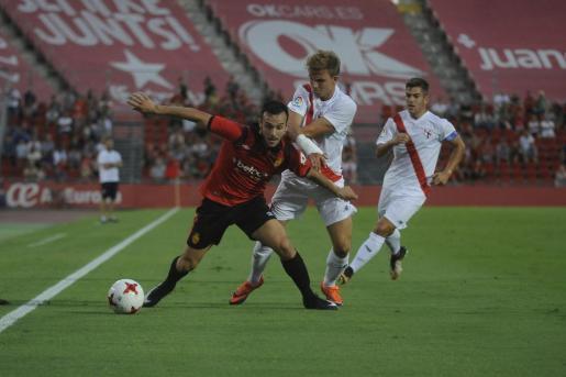 Una acción del encuentro disputado este sábado entre Real Mallorca y Sevilla Atlético.