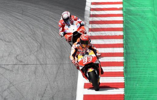 Marc Marquez por delante de Andrea Dovizioso en un moneto de la carrera.