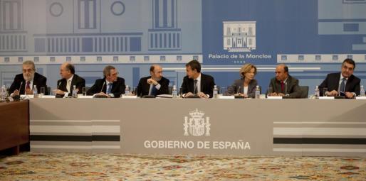 Reunión en el Palacio de la Moncloa entre el presidente de Gobierno José Luis Rodríguez Zapatero, sus dos vicepresidentes, Alfredo Pérez Rubalcaba y Elena Salgado y los presidentes de las 39 empresas más grandes de España.