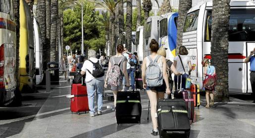 Las disposiciones incluidas en la ley de alquiler turístico buscan tener efectos limitativos en la llegada de turistas a las Islas con propuestas de contención del alquiler vacacional.