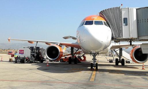 El aeropuerto de Palma está superando todos sus registros de movimiento de aviones desde el mes de abril, lo que ha provocado un incremento de la actividad de de la Compañía Logística de Hidrocarburos, CLH SA y la de su filial CLH Aviación SA.