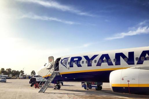 La aerolínea irlandesa de vuelos económicos Ryanair ha lanzado una campaña para reducir el consumo de alcohol a bordo de sus aviones.