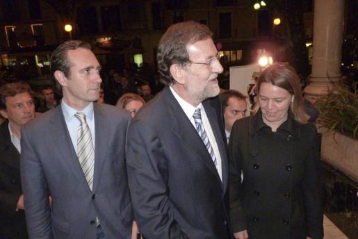 José Ramón Bauzá, Mariano Rajoy y Maria Salom, entrando en el Gran Hotel.