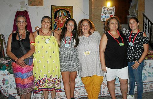 Maika Valls, Cristina Roca, Marta Simó, Kika Simó, María Simó y Anabel Martínez.