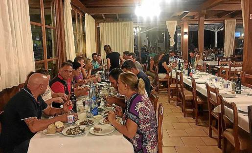 La reunión tuvo lugar el viernes en un restaurante de Ariany.