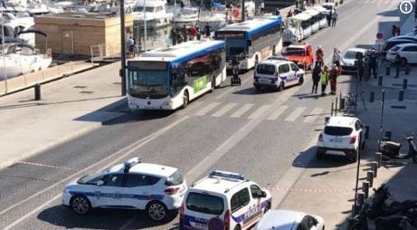 Imagen de la zona portuaria de Marsella, tomada por varias unidades de la policía.