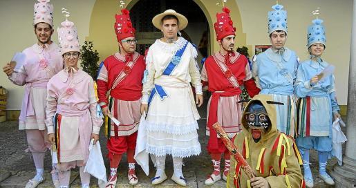 Nito Garrit, Toni Electro, Josep Miquel, Miquel Escola, Sergi Jiménez, Gaspar Magrano, Rafel Magrano y Xisca Rosselló. Los Cossiers, la Dama y el Dimoni son los protagonistas de la fiesta.